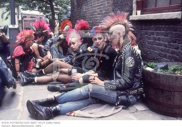 the punk rock culture 1970s edit punk rock was an intentional rebuttal of the perceived excess and pretension found in mainstream music (or even mainstream culture as a whole), and early punk artists' fashion was defiantly anti-materialistic.